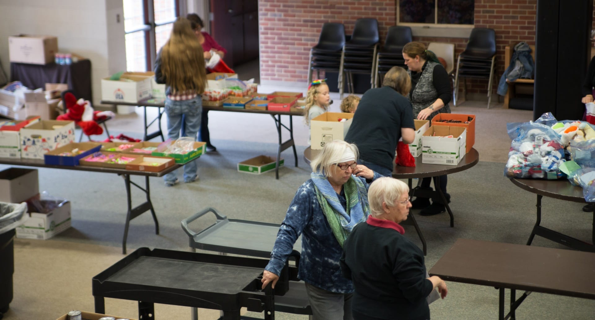 second harvest christmas food distribution 2017 img 1366 - St. Philip's Episcopal Church