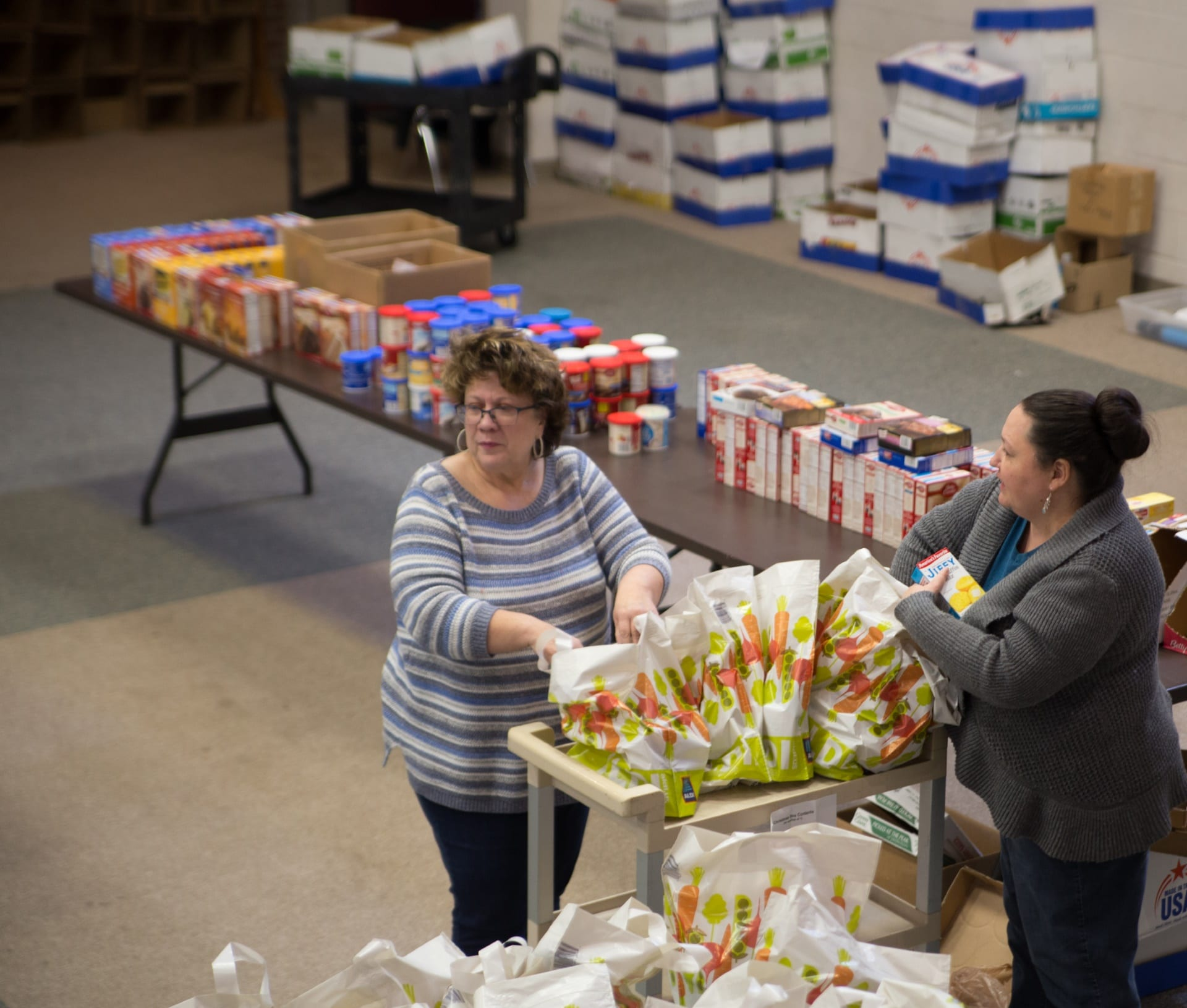 second harvest christmas food distribution 2017 img 1368 - St. Philip's Episcopal Church